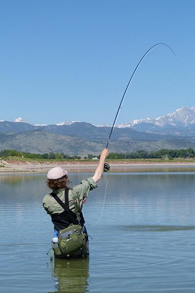 Erin Block en train de pêcher sur des zones à carpes (photo de Jay Zimmerman).